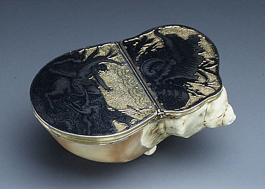 Table snuffbox