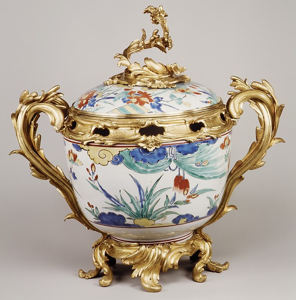 Potpourri bowl with cover (one of a pair)