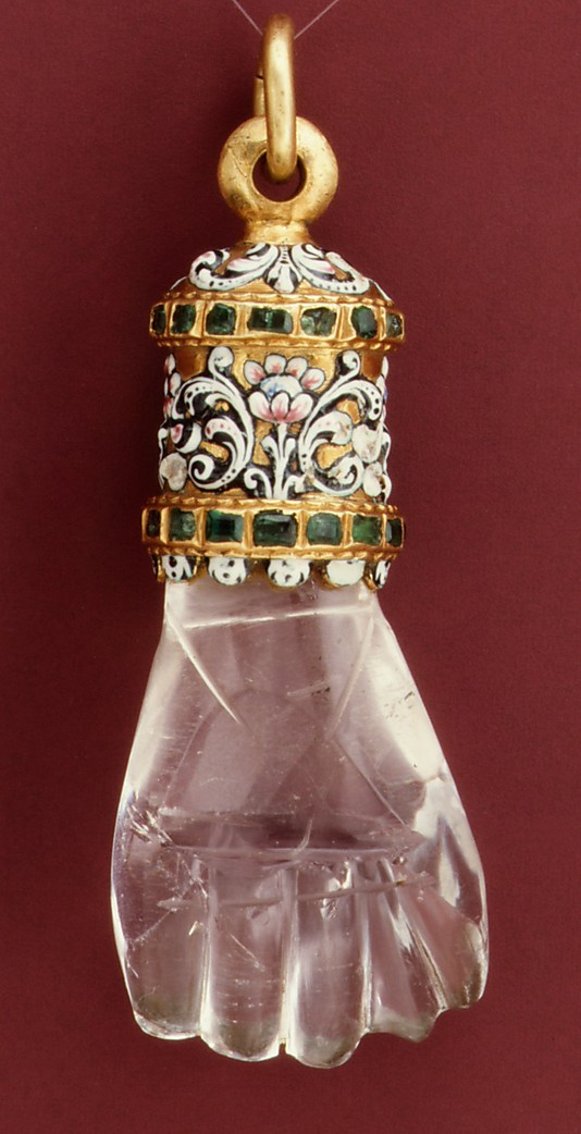 Pendant in the form of a hand