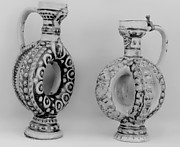 Annular jug