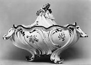 Tureen with cover (part of a set)
