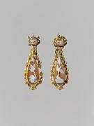 Pair of earrings (part of a set)