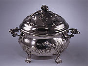 Circular tureen with cover