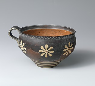 Reproduction of a rounded cup