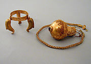 Gold and garnet pendant amphora and chain with tripod stand
