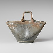 Glass vessel in the shape of a basket