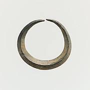 Bronze annular earring