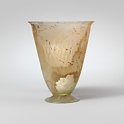 Glass beaker with facet-cut decoration