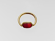 Gold ring with carnelian ring stone