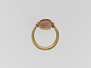 Gold ring with glass paste ring stone