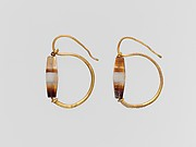 Gold earring with agate bead