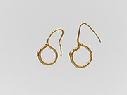 Gold earring with ring and hook
