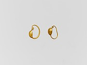 Gold earring with convex disc