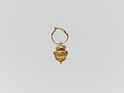Gold vase-shaped pendant