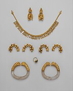 Pair of bracelets with rock crystal hoops and gold rams' heads