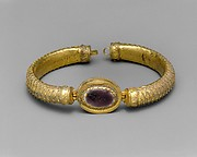 Gold and glass bracelet with central medallion