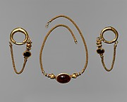 Gold, garnet and agate earring