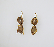 Earring with pendants and pearl