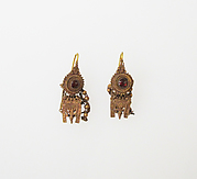 Earring with pendant and chains