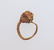 Earring with head of lion