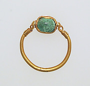 Ring with cable border, green paste