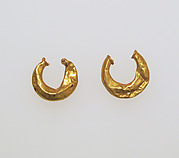 Earring, crescent-shaped