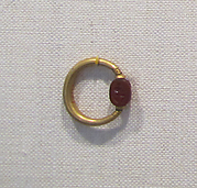 Gold swivel ring with carnelian scarab