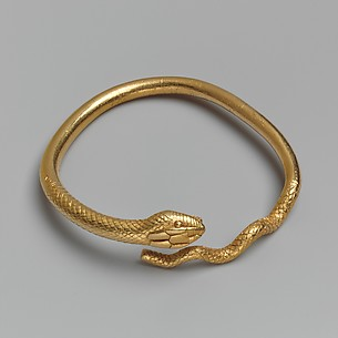 Gold bracelet in the form of a snake