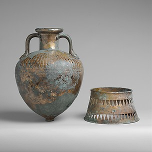 Bronze pointed neck-amphora with stand