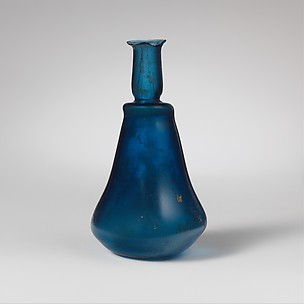 Glass carinated perfume bottle
