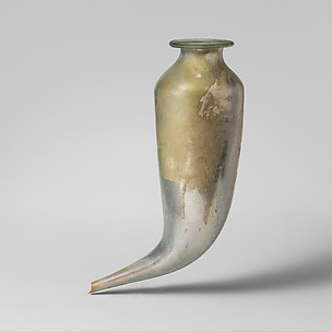 Glass rhyton (drinking horn)