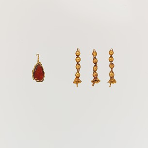 Gold pendant with garnet and three gold tassels