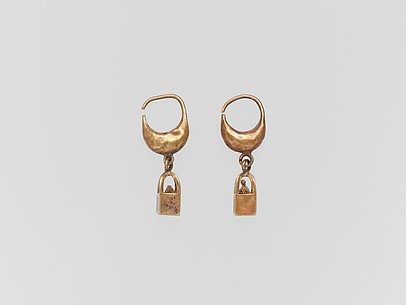 Gold earring with cage and ball pendant