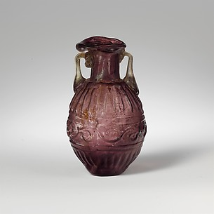 Glass amphoriskos (perfume flask)