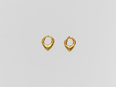 Gold chevron-shaped earring