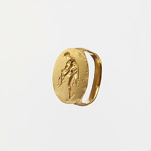 Gold finger ring engraved with an image of Hermes