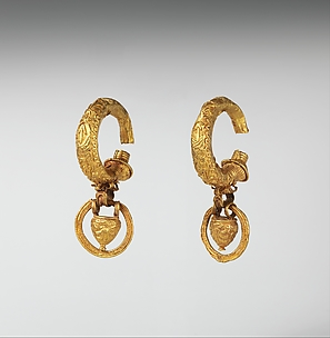 Gold earrings with pendant vase and ring