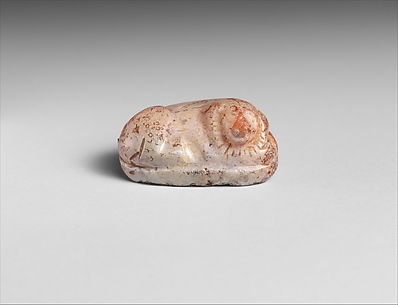 Carnelian scaraboid with back in form of lion