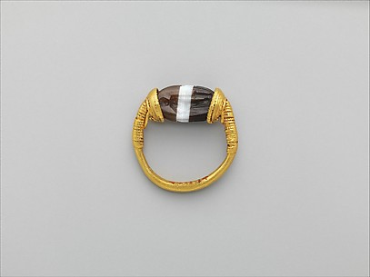Gold and banded carnelian ring: on scarab bezel, a youth