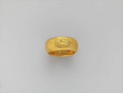 Gold ring: on bezel, lion