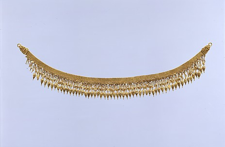 Gold strap necklace with seedlike pendants
