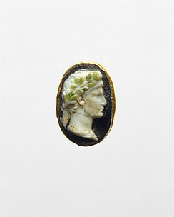 Gold ring with cameo glass portrait of the Emperor Augustus