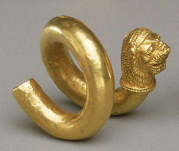 Gold and copper alloy spiral with lion-head terminal