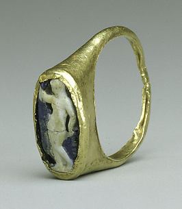 Gold and cameo glass ring