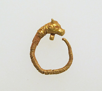 Earring with head of bull