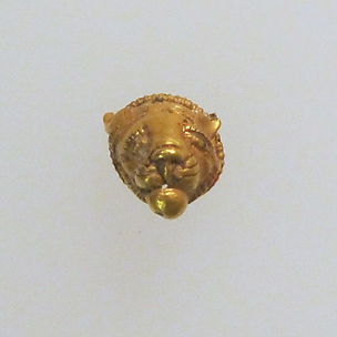 Pendant with lion's head