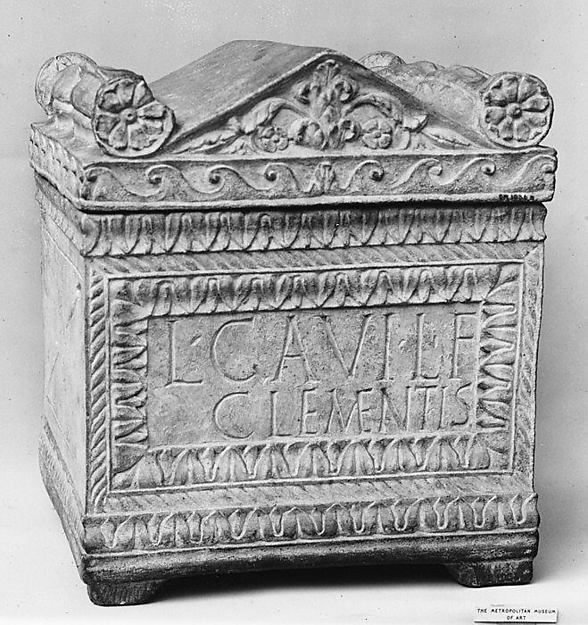 Marble cinerary chest with lid