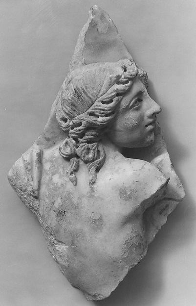 Marble sarcophagus fragment: female figure, perhaps a nereid