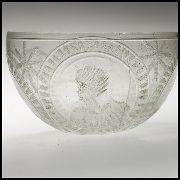 Glass bowl decorated with four busts in roundels