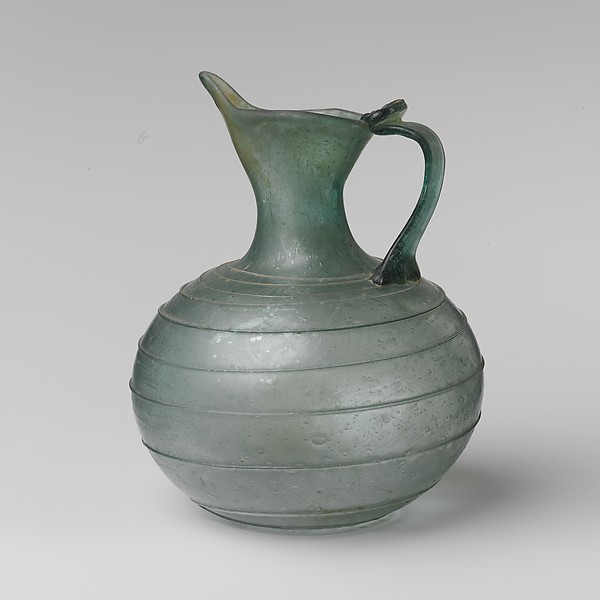 Glass spouted jug